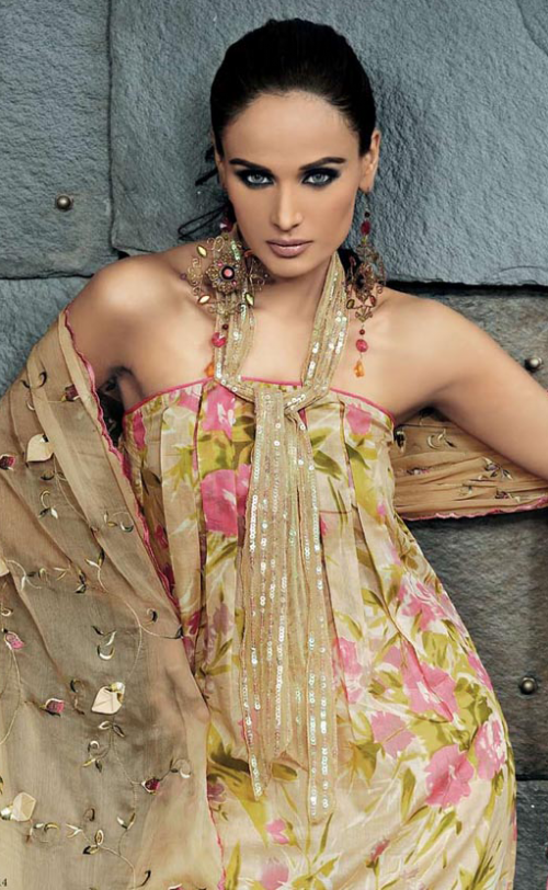 Gul-Ahmeds-Summer-Collection-2010-1-03-500x812.png (500×812)