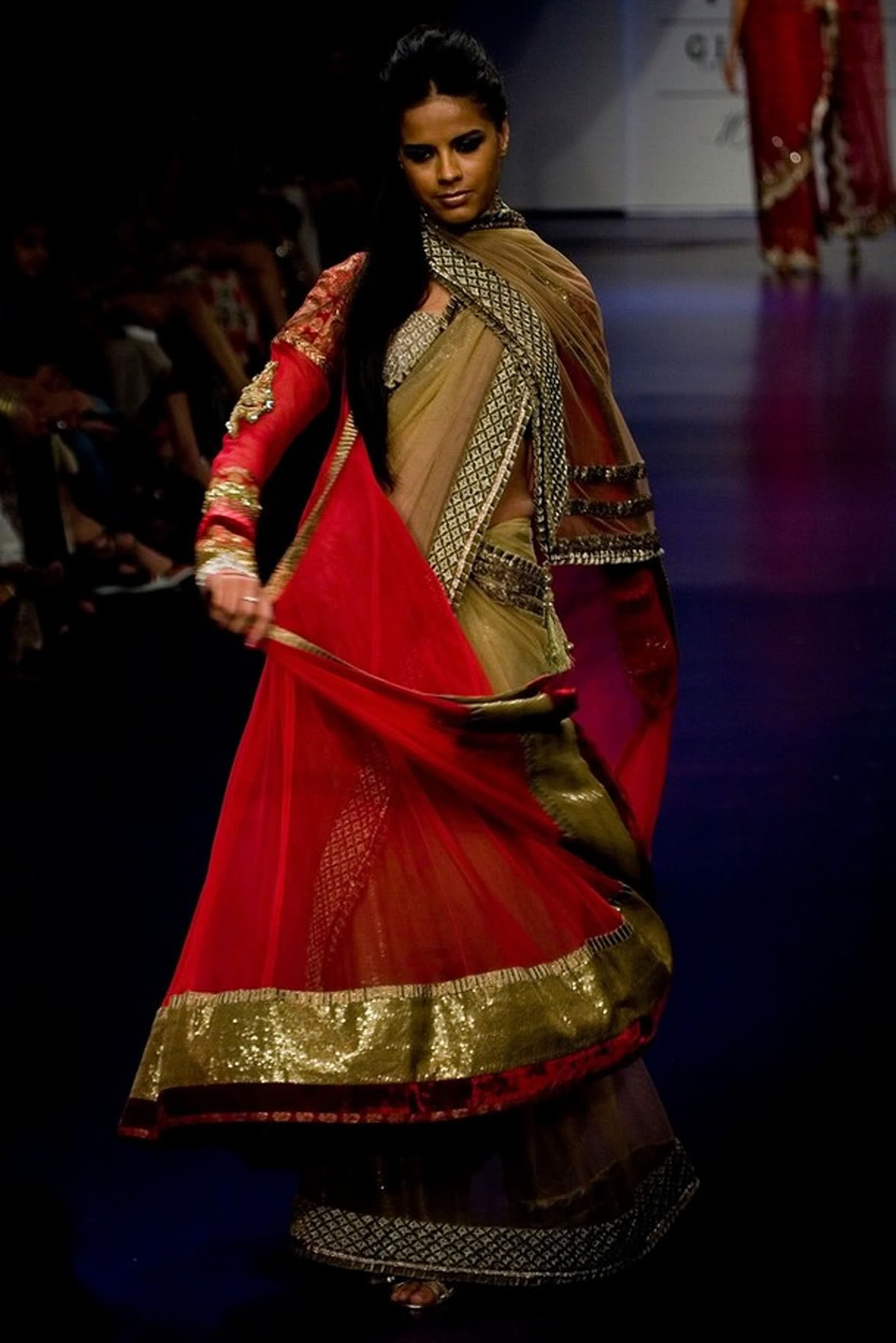 Vibrant Magic of Manish Malhotra Outfits Spring/Summer at LFW 2010 ...