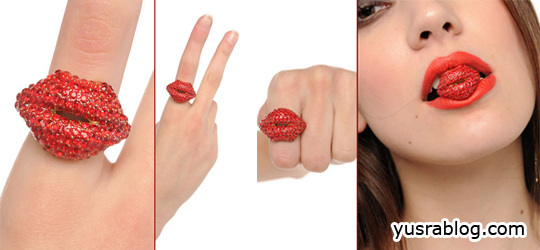 Kiss Me Crystal Ring – Red Lips