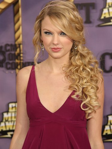 side curly hairstyles. It is perfect hairstyle for
