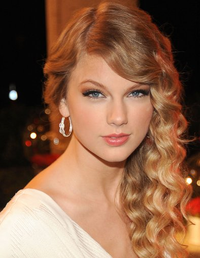 hairstyles taylor swift. Taylor Swift Prom Hairstyle