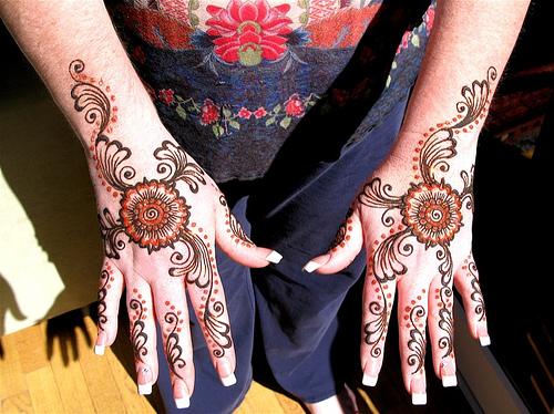 Mehndi Henna Design With Peacock Motif : Trendy arabic hands mehndi designs yusra
