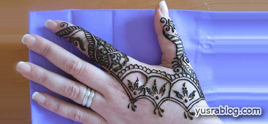 Short Simple Mehndi Designs for Hands and Feet