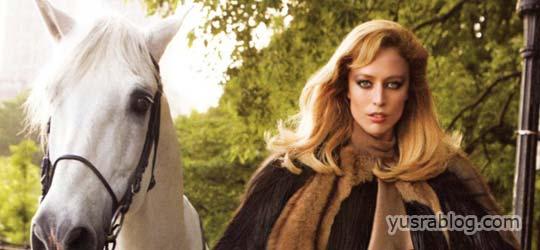 Raquel Zimmermann Graceing Vogue US August 2010 by Inez & Vinoodh