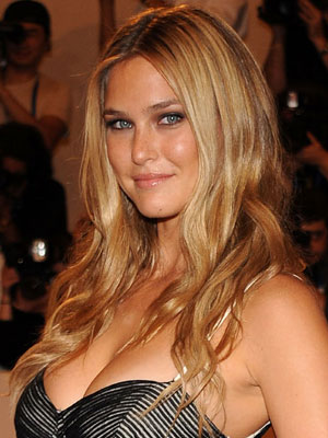bar refaeli size. Bar Refaeli Long and Layered