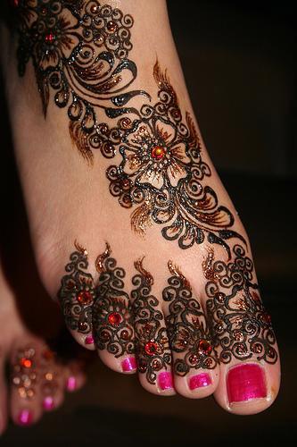 Mehndi Patterns Explained : Girls feet mahndi designs yusra