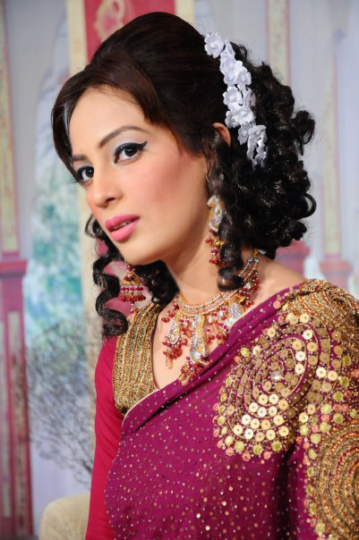 Hairstyle & Makeup T.V Compare Farah Hussain. Hairstyle Ayesha Khan