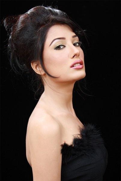 http://www.yusrablog.com/wp-content/uploads/2010/08/Mehwish-Hayat-Hot-Pics.jpg
