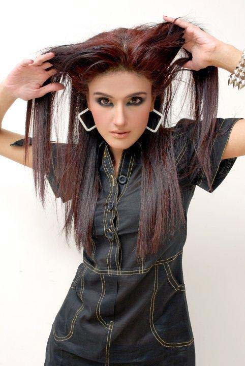 Pakistani Zara Sheikh Biography and Stylish Pictures ...