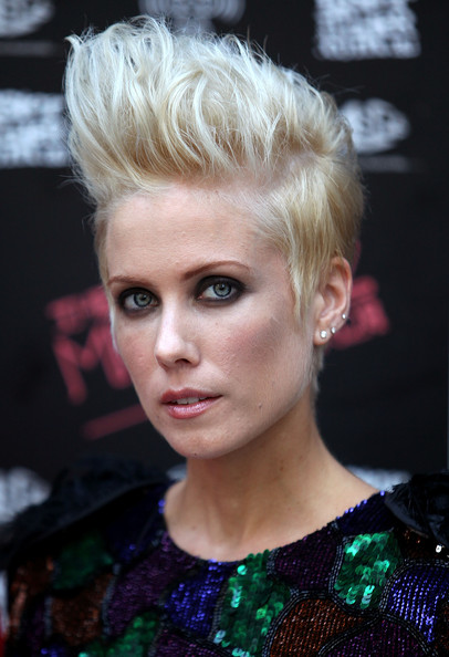 Short Hairstyles for New Season 2010 – Celebrity Hairstyles Pictures Gallery