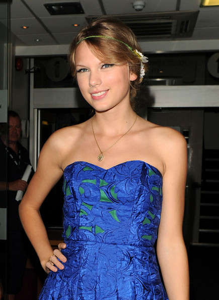 loose bun hairstyles. Taylor Swift Loose Bun