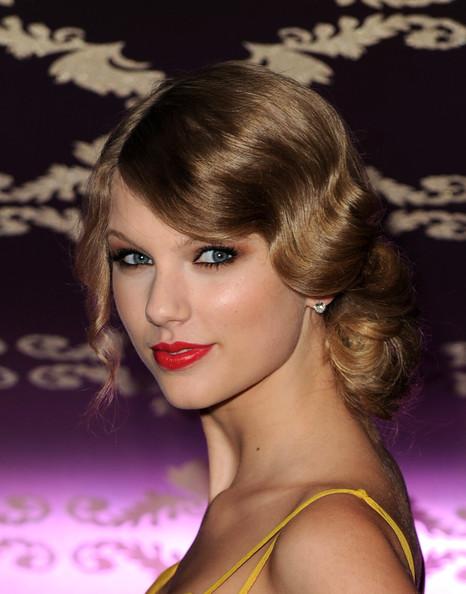 retro updos how to. Taylor Swift Retro Updo