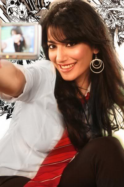 VJ Naveen Waqar Hot Pics