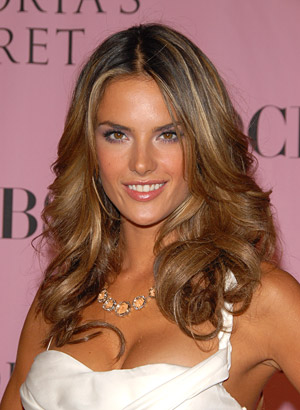 Alessandra Ambrosio Hairstyles – Celebrity Haircut Fashion