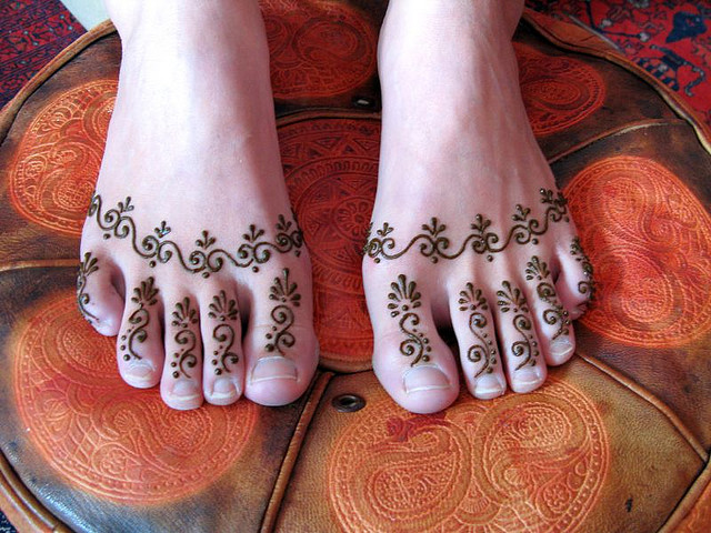 Arabic Mehndi Design on Feet – New Creative Design