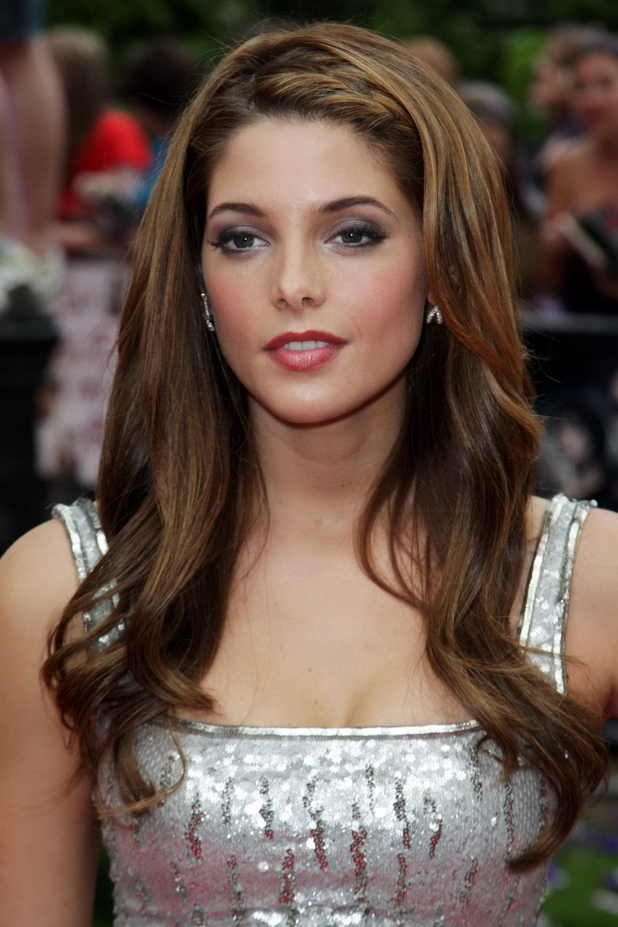 Ashley Greene Hairstyles and Celebrity Haircut Ideas