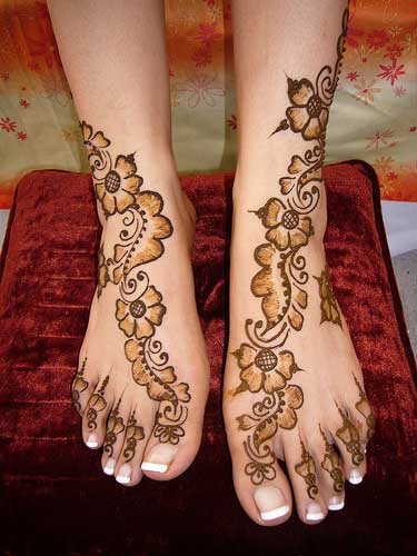 Beautiful Arabic mehndi design on feet Mehndi on Feet