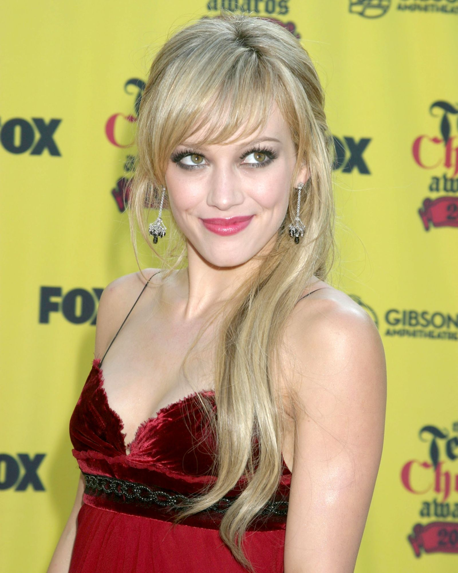 Hilary Duff's Long Straight Hairstyle for Women – Great Fashion all The Time
