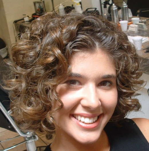 Latest Short Curly Hairstyle 2010 520x527