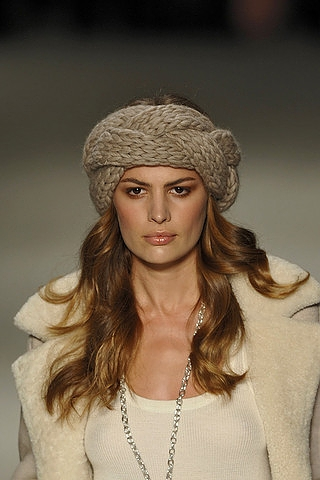 Long Hairstyles for Winter Season – Trendy Haircut Fashion