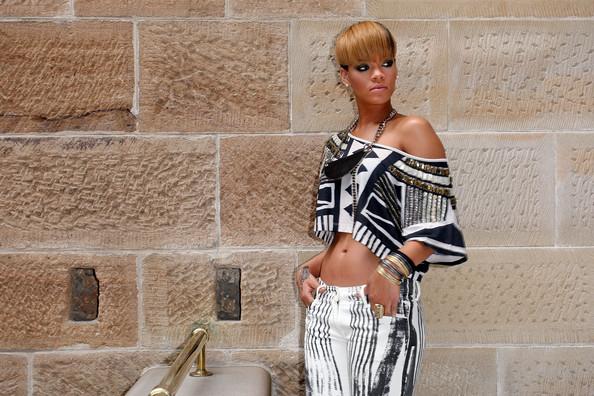 rihanna short haircuts 2011. Celebrities Short Hairstyles