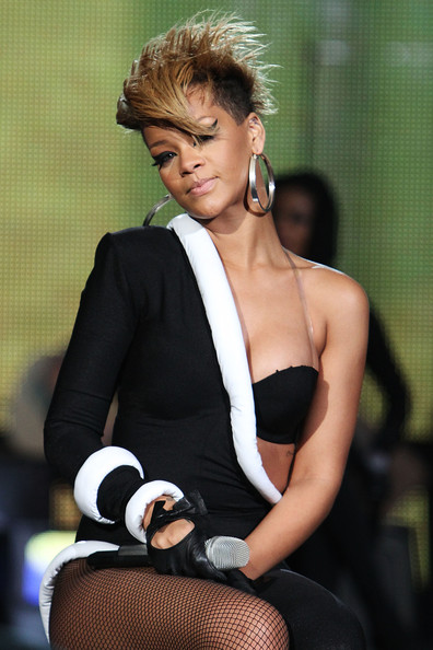 rihanna short hair. Rihanna Short Hair1