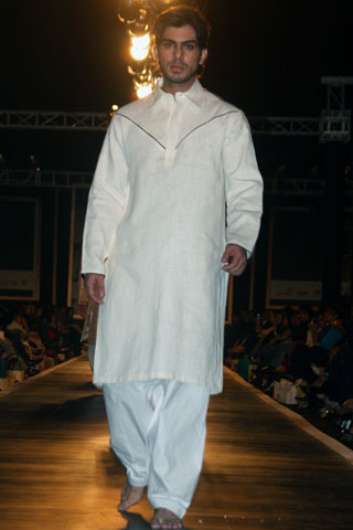 Ali Xeeshans Collection for Dulha at Bridal Couture Week 2010 - Ali Xeeshan Dresses at Bridal Couture Week 2010 in Lahore