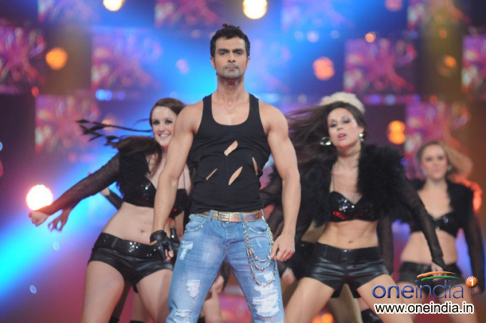 Bollywood Actor Ashmit Patel in Big Boss 4