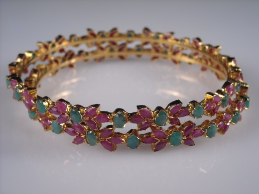 Bangle Design Latest Style 520x390 - Bangle Designs For Girls 2010-11
