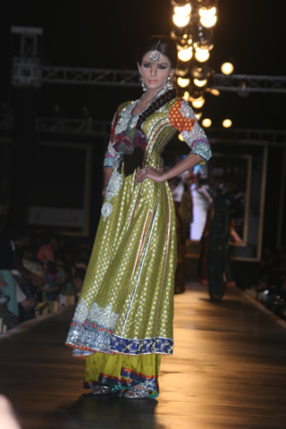 Beautiful Bridal Dresses at Bridal Couture Week in Lahore - Nomi Ansari Collection at Bridal Couture Week 2010 in Pakistan