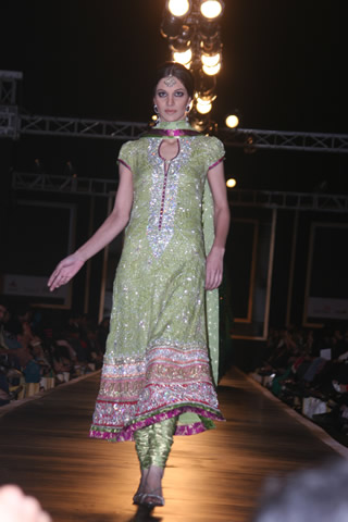 Churidar Suit Style of Nomi from Bridal Couture Week 2010 - Nomi Ansari Collection at Bridal Couture Week 2010 in Pakistan