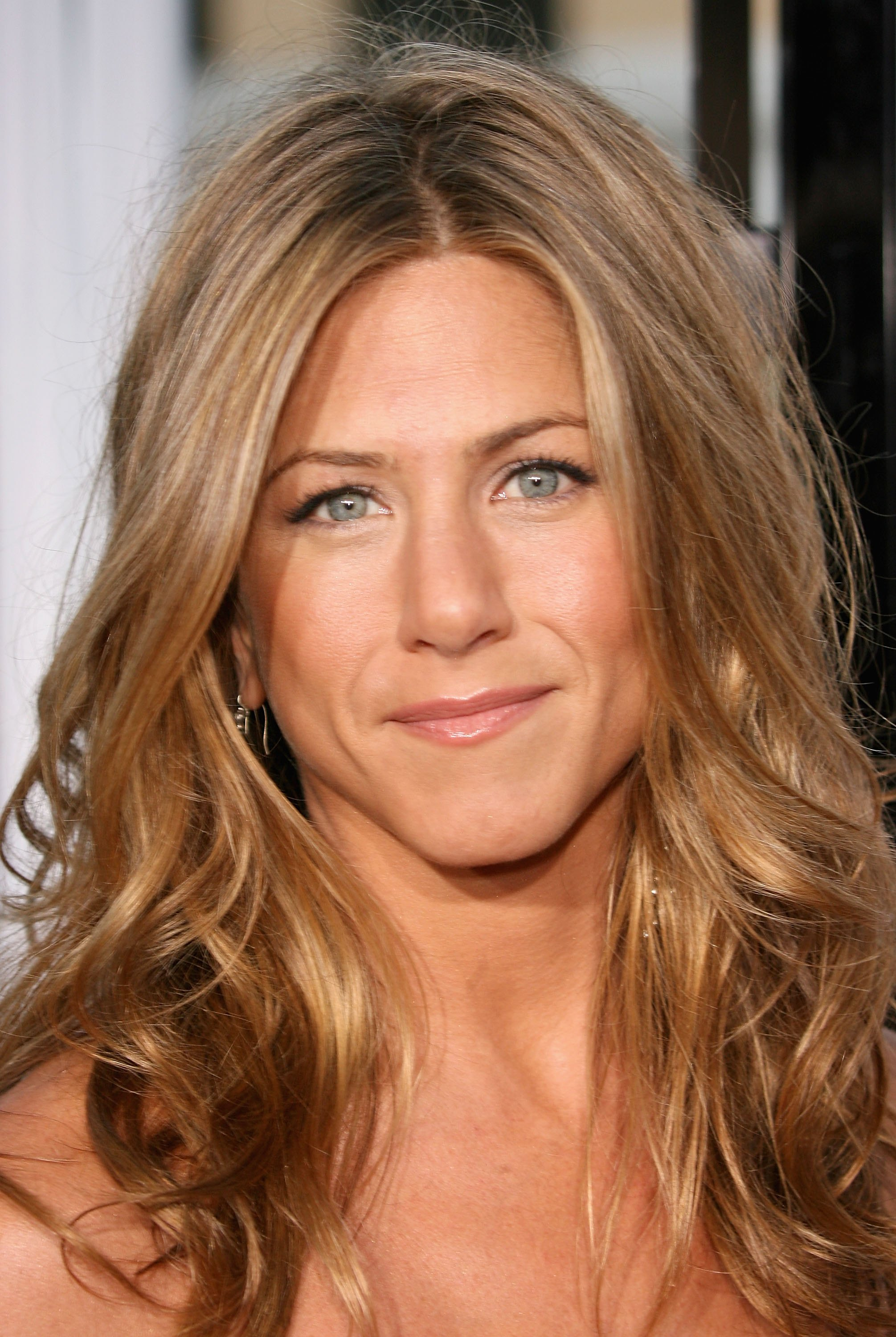 Jennifer Aniston Curly Hairstyle Trend