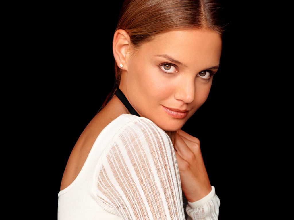 Katie Holmes: 20 Astonishing Photo Collection