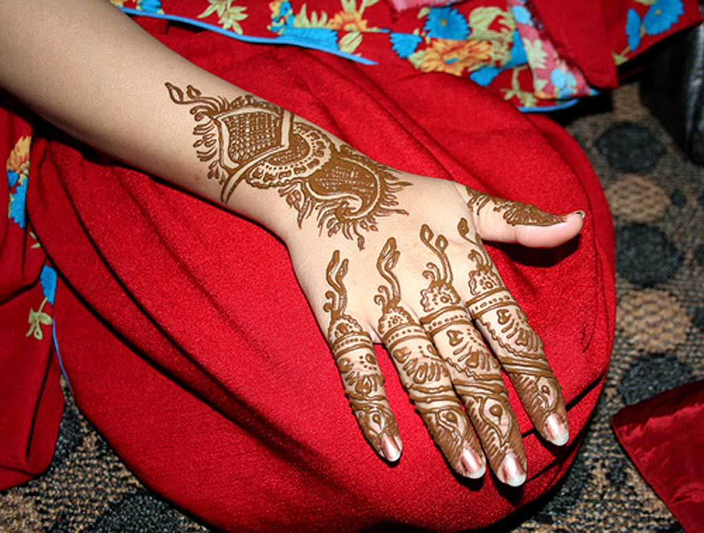 Back Hand Mehndi Designs For Eid: You May Have Missed