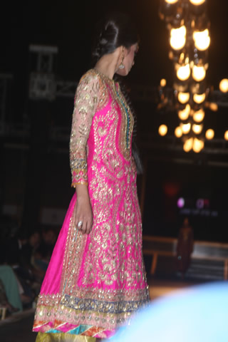 Nomi Ansaris Exclusive Collection at Bridal Couture Week - Nomi Ansari Collection at Bridal Couture Week 2010 in Pakistan