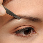 How to Shape and Trim Eyebrows: Is It The Right Way?