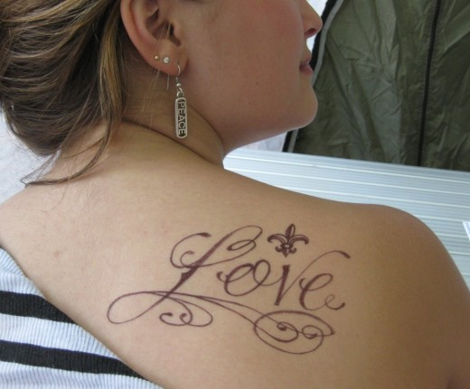 tattoos designs for women on shoulder.  small, shoulder tattoos for women. Cool Shoulder Tattoo Design