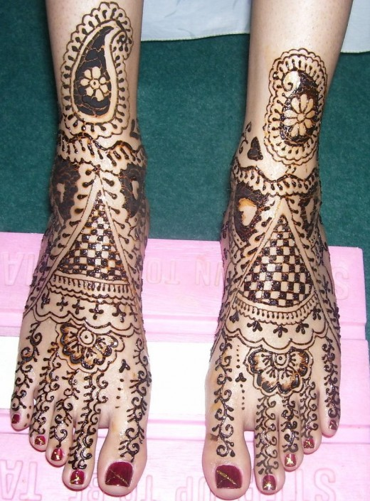 Glamorous Foot Mehndi Designs For 2011