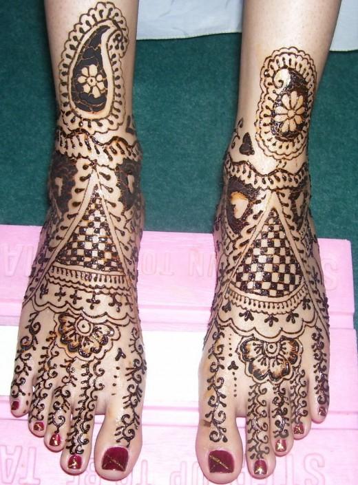 Glamorous Foot Mehndi Designs For 2011