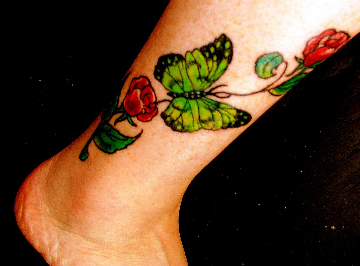 Delicate Women Rose Tattoo Designs For 2011