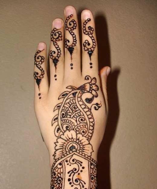 Cute Girls Mehndi Design on Back Hand for 2011
