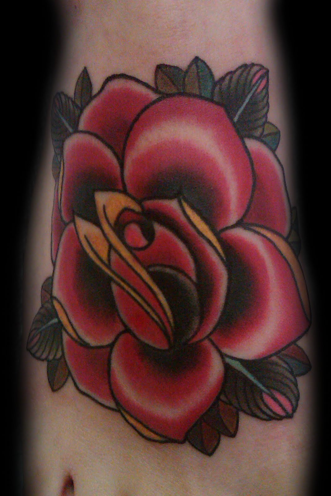 delicate women rose tattoo designs for 2011 foot rose tattoo design for youngr girls. Black Bedroom Furniture Sets. Home Design Ideas