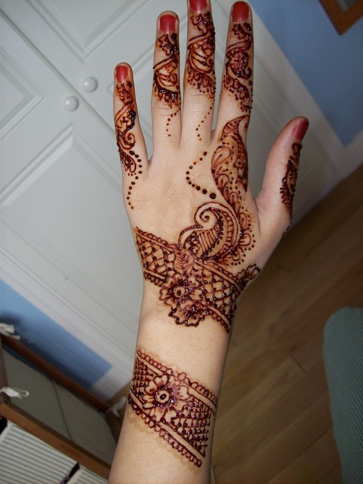 Lastest Designer Bridal Mehndi Design for 2011