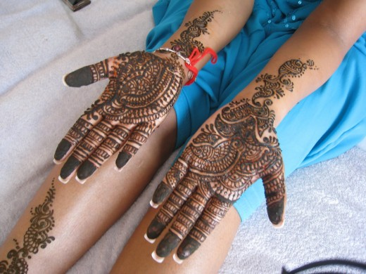 New Arbi Mehndi Design for Asian Girls