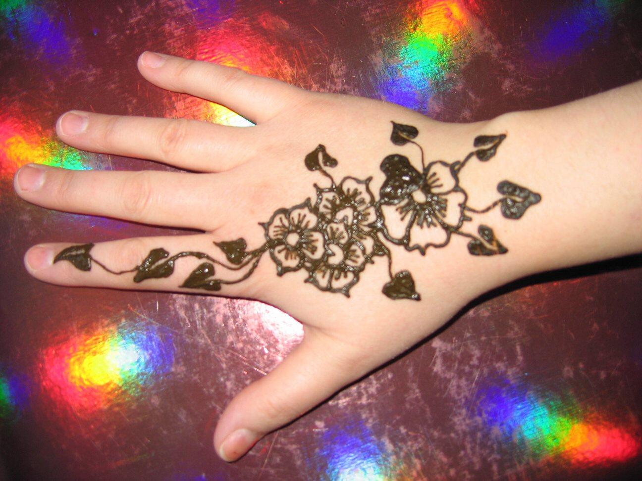 New Back Hand Mehndi Design : New back hand mehndi design for yusra