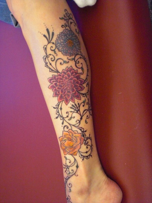 Asian Girls Tattoo Design on Leg for 2011