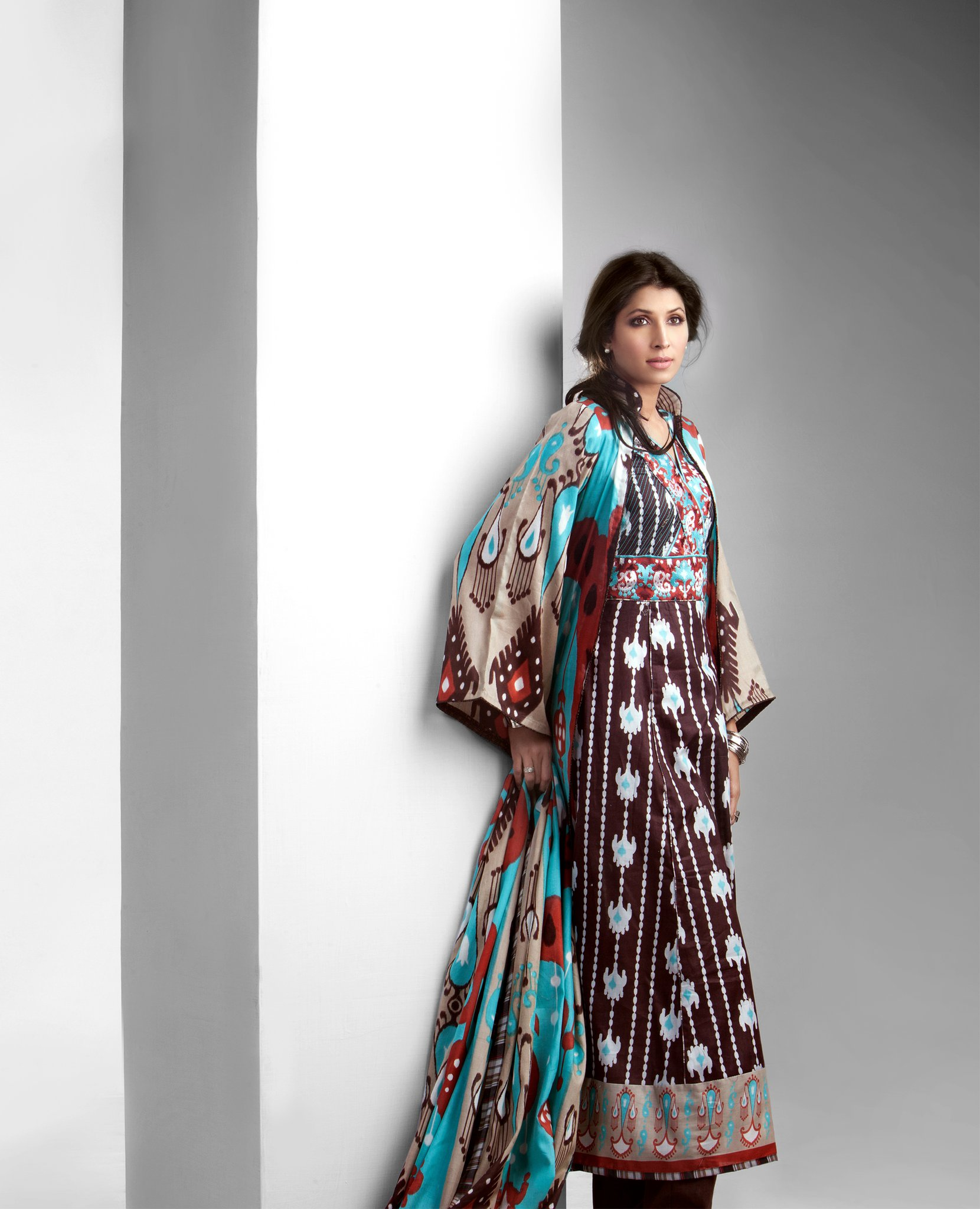 Vaneeza V Lawn Prints For Hot Summer 2011 | YusraBlog.