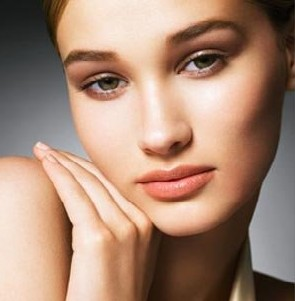 20 Effective Natural Home Remedies for Oily Skin Care