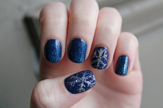 20 Beautiful Holiday Nail Art Ideas