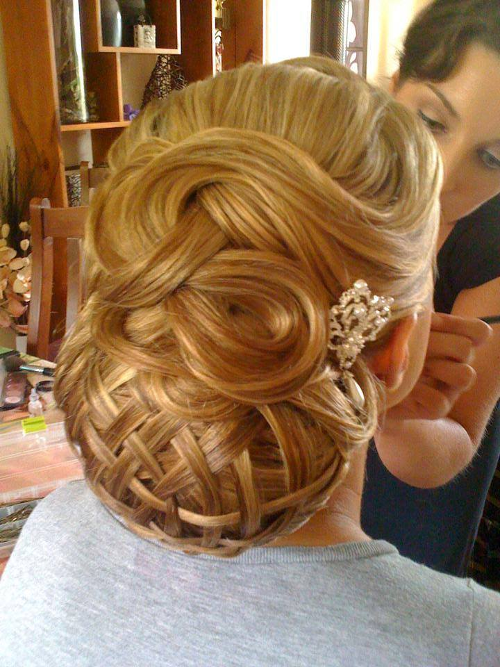 A List Of Stylish Christmas Hairstyles For 2015